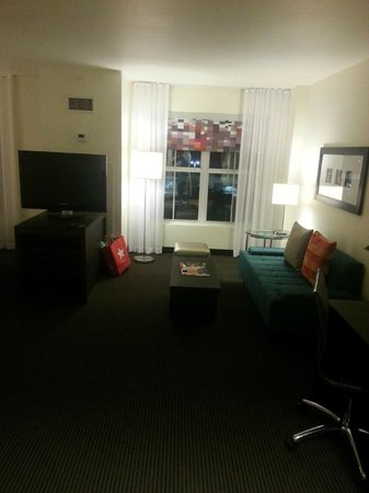 Aloft Silicon Valley : MINI SUITE SITTING ROOM