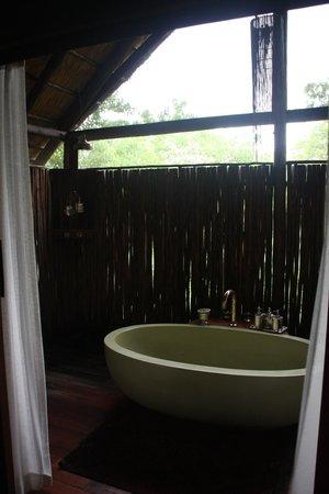 Great Plains Conservation Selinda Camp: bathroom