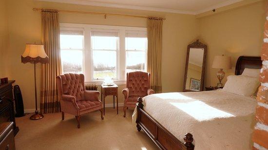 Dashwood Manor Seaside Bed and Breakfast Inn : Kensington Room