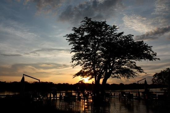 The David Livingstone Safari Lodge & Spa: Sunset from the lodge gardens