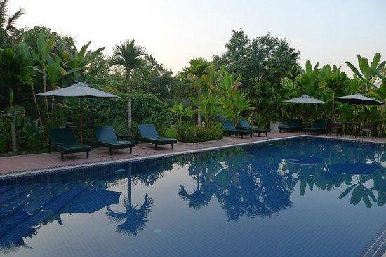 Jayavara Boutique Villa: La piscine