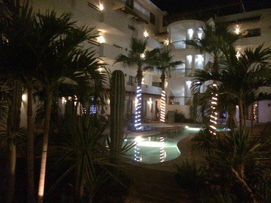 Hotel Santa Fe: área alberca de noche