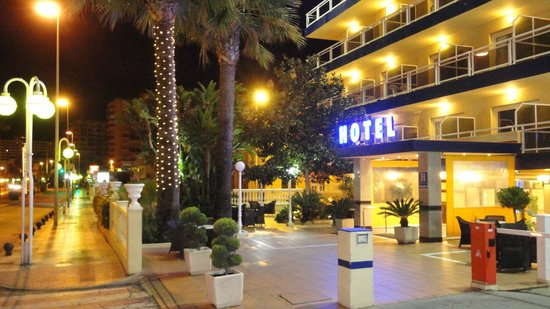 Las Arenas Hotel: Front of Hotel Las Arenas