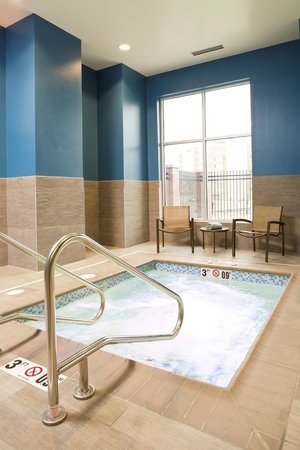 Hilton Garden Inn Sioux Falls Downtown : End your day with a relaxing dip in our indoor whirpool