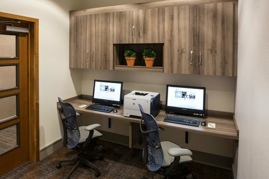 Hilton Garden Inn Sioux Falls Downtown : Stay connected while you travel with our complimentary business center