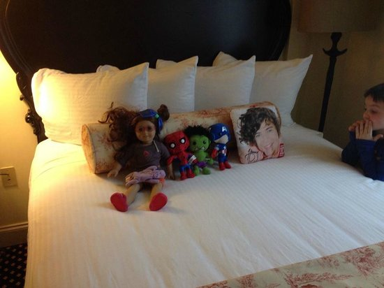 French Quarter Inn: The housekeeping staff made sure my kids dolls were taken care of!