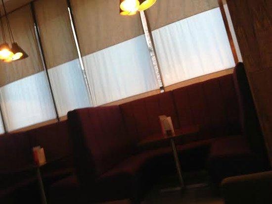 Park Inn by Radisson Aberdeen: Cosy booths in the Bar/Lobby area