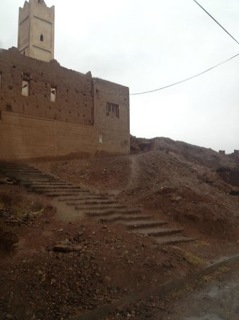 Dar Bladi: Access from the street level to the riad