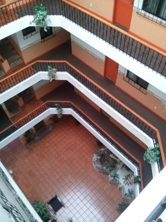 Vista Express Morelia: El interior del hotel