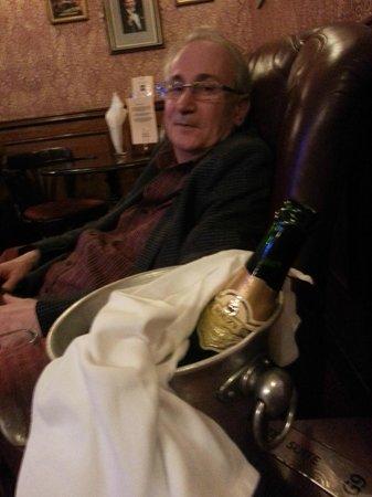 "London Elizabeth Hotel : Champagne i ""Teaterbaren"""
