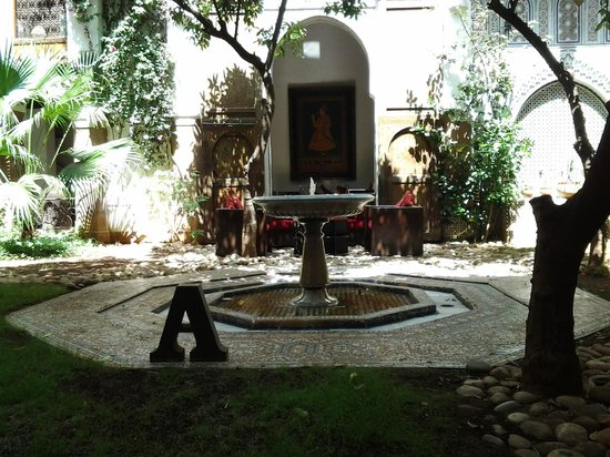 Riad Laaroussa Hotel and Spa: the riad/courtyard