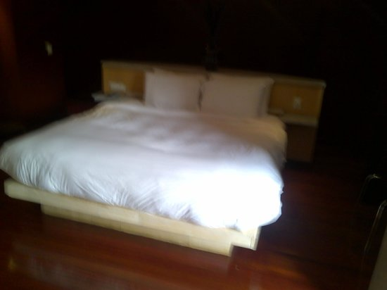 The Hotel Caracas: The bed
