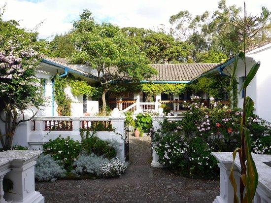 Hacienda Cusin : Courtyard