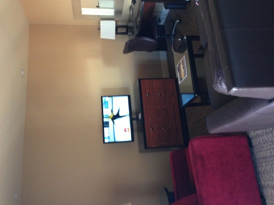 Hilton Promenade at Branson Landing : Nice comfy couch and chair