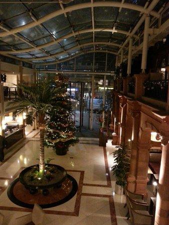 Clayton Crown Hotel: Hall