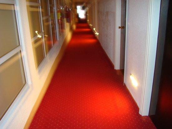 Mendi Hotel : Коридор