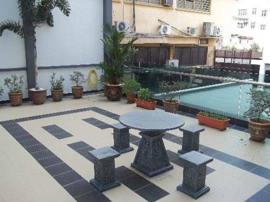 D Eastern Hotel: pool
