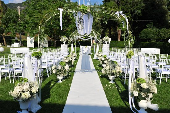 Allestimento matrimonio civile sul giardino foto van for Allestimento giardino