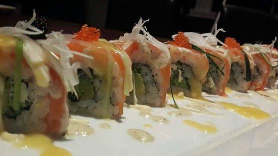 Izakaya Geisha Japanese Restaurant: Creamy Salmon Roll