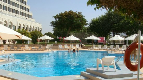 Crowne Plaza Muscat: Der Pool