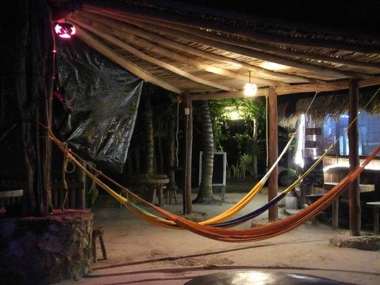 Hostel & Cabanas Ida y Vuelta Camping: hamacas