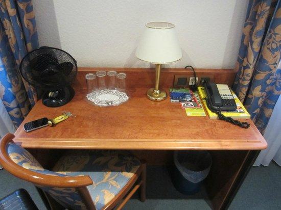 Hotel Zeil: Desk