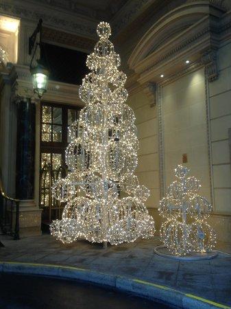 InterContinental Paris Le Grand : Front Christmas decorations