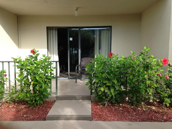 BEST WESTERN Fort Myers Waterfront: lookin at room from outside