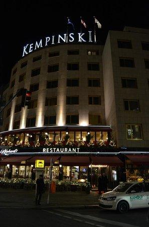 Kempinski Hotel Bristol: Exterior