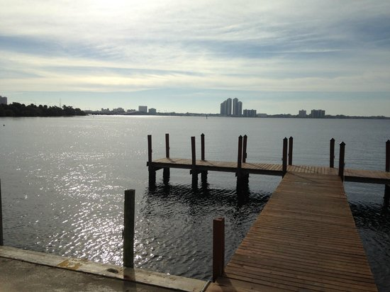Best Western Fort Myers Waterfront: view from grounds