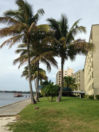 Best Western Fort Myers Waterfront: hotel grounds