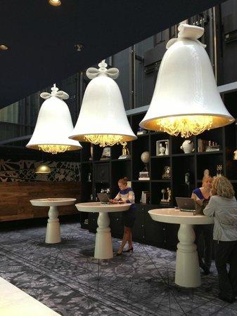 Andaz Amsterdam Prinsengracht: Hotel reception