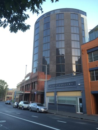 Mantra Collins Hotel: view from the street