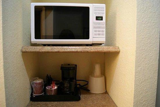 Best Host Inn: 電子レンジとコーヒーメーカー