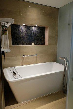 Fairmont Bab Al Bahr : bath