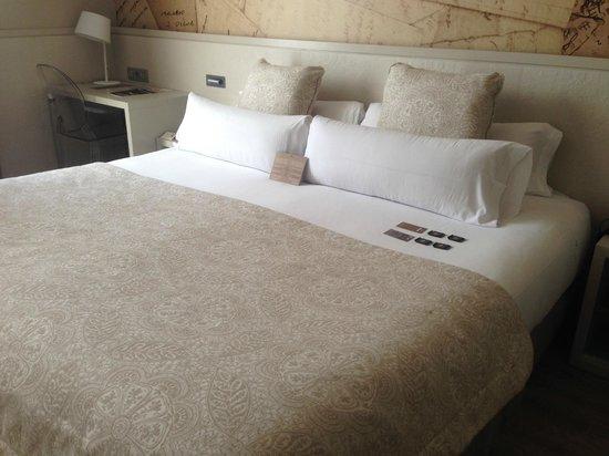 Hotel Duquesa de Cardona: bed