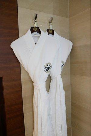Fairmont Bab Al Bahr: Robes