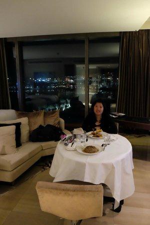 Fairmont Bab Al Bahr: In-room dining