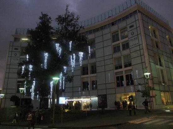 The Vine Hotel: Hotel bei Nacht