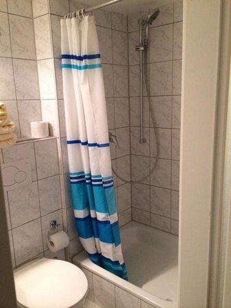 Romantic Pension Albrecht: ванная