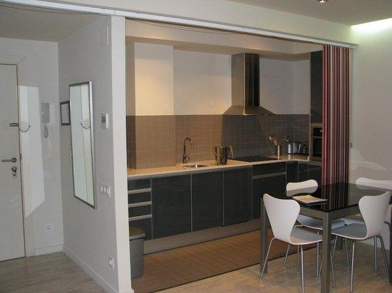 The Urban Suites: кухня