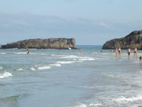 Barra Beach : Mar tranquilo da Barra