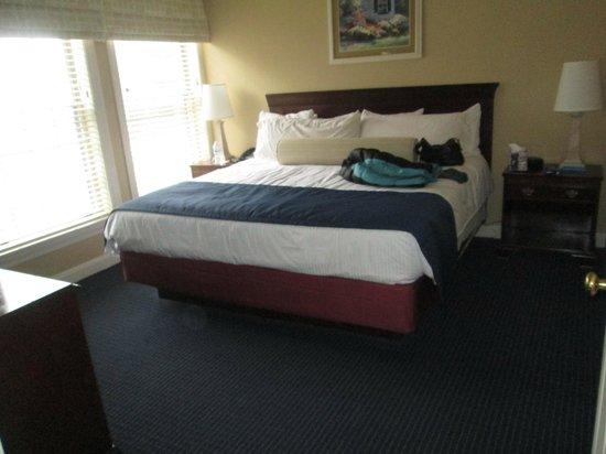 Wyndham Newport Onshore: king size bed VERY comfortable