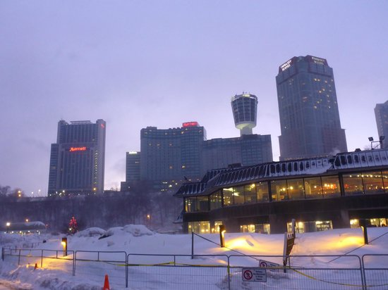 Niagara Falls Marriott Fallsview Hotel & Spa: Looking up at the Canadian Hotels after the storm
