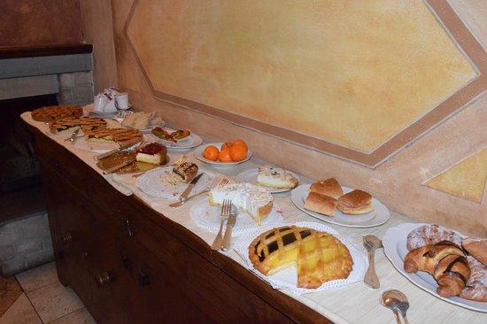 County House Il Roseto: Colazione al mattino... gnam gnam :)