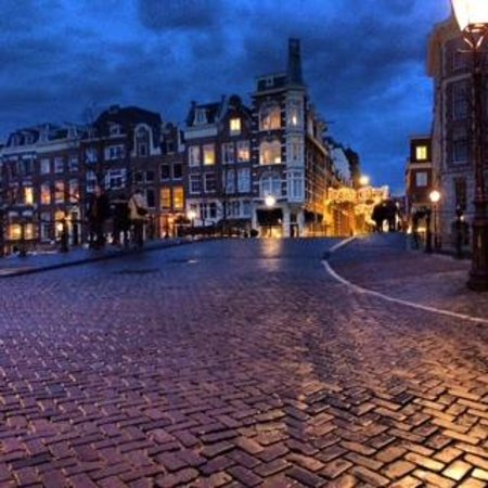The Weavery Boutique Bed & Breakfast: Amsterdam by night (five minute walk from B&B)