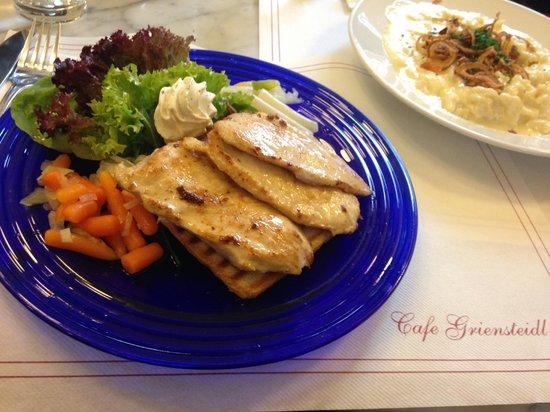 Cafe Griensteidl: Piatto di petto di pollo alla griglia con verdure. molto buono e salutare