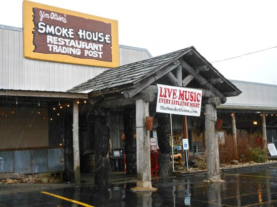 Jim Oliver's Smoke House Restaurant and Old General Store: Front