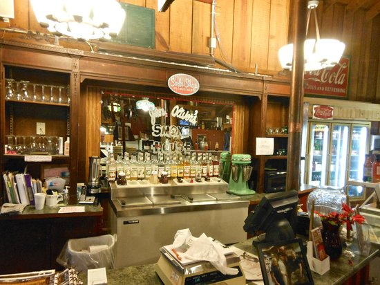 Jim Oliver's Smoke House Restaurant and Old General Store: Ice cream shop