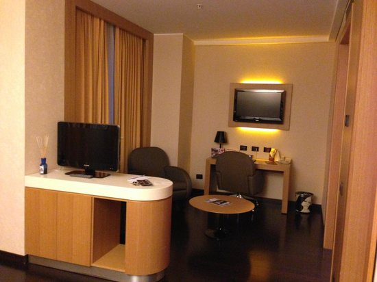 Crowne Plaza Hotel Milan City: Salottino Junior Suite